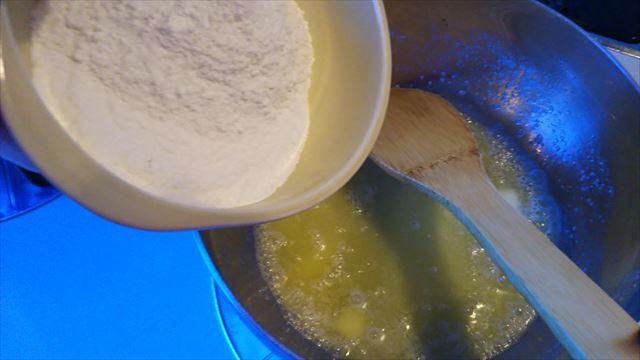 バターと粉
