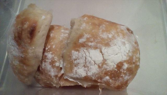 切り分けたパン